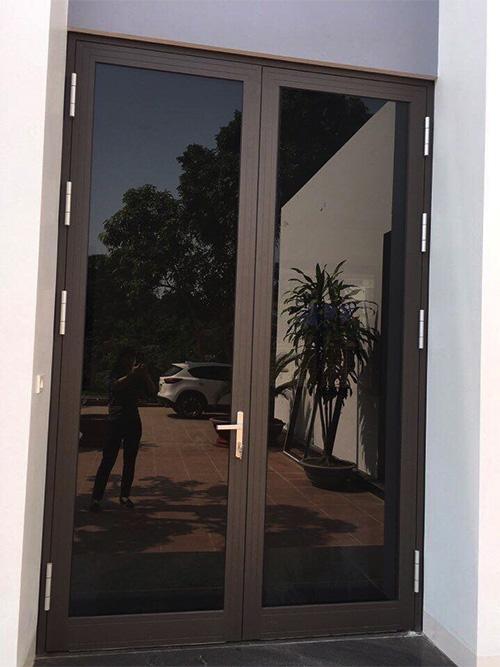 Cửa đi mở quay 2 cánh xingfa - Công ty Lano