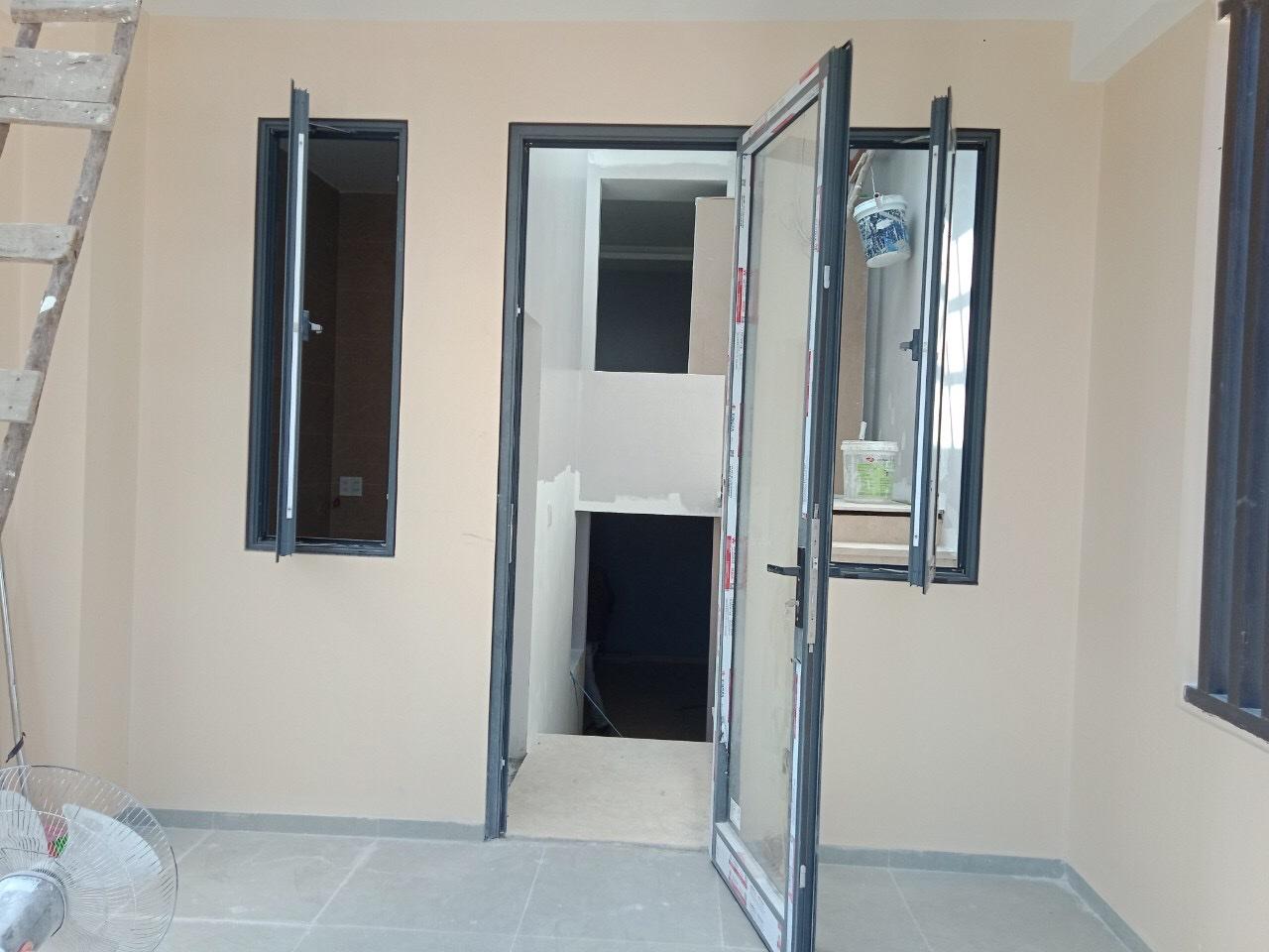 Cánh cửa đi mở quay có thể gập 180 độ