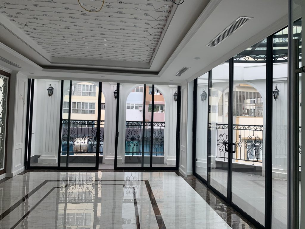 Cửa nhôm Xingfa màu đen sang trọng dễ kết hợp nội thất