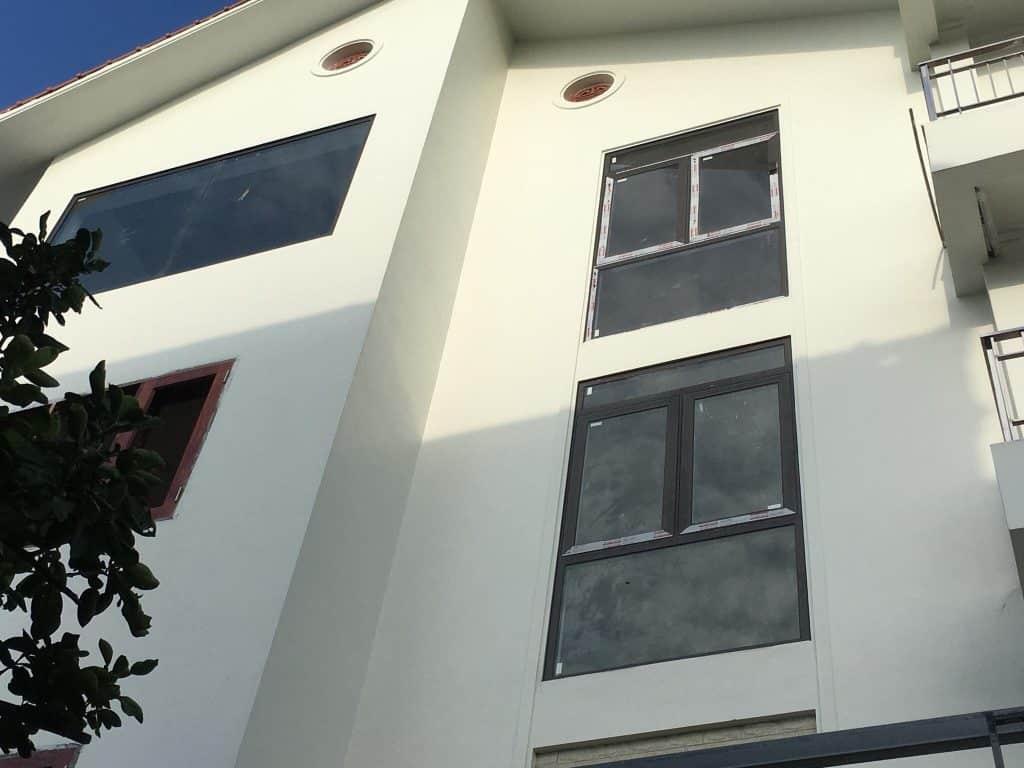Cửa sổ mở quay 2 cánh nhôm xingfa nhập khẩu chính hãng tem đỏ Quảng Đông