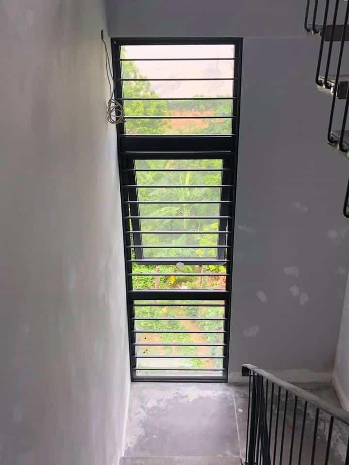 Cửa sổ mở hất 1 cánh nhôm PMI