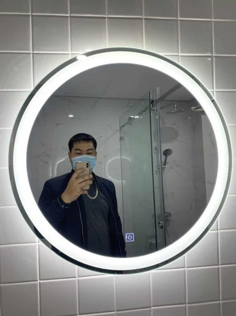 Gương đèn led phòng tắm hình tròn đường viền sáng trang trí