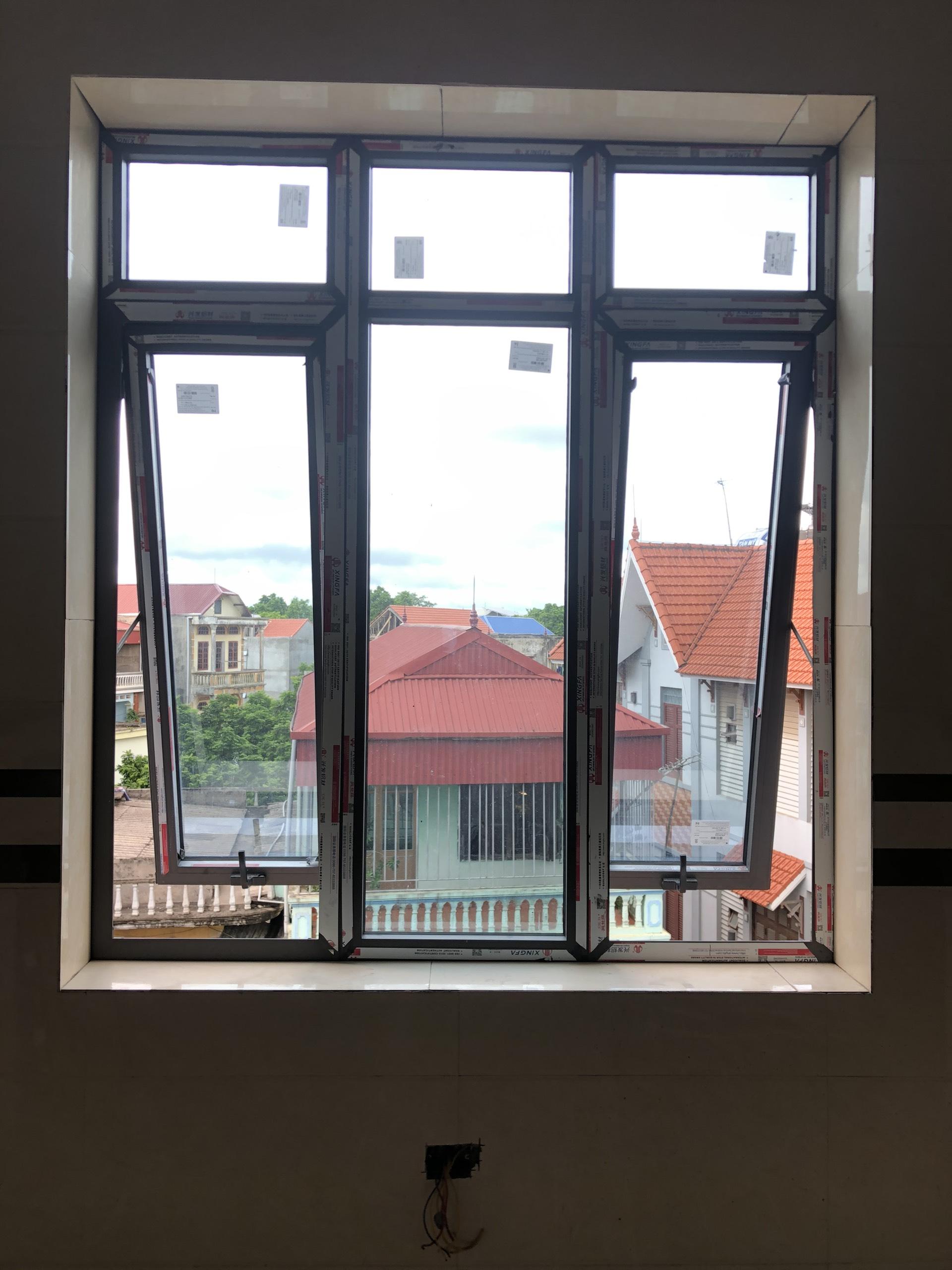 Cửa sổ mở hất 1 cánh nhôm xingfa tại Hưng Yên