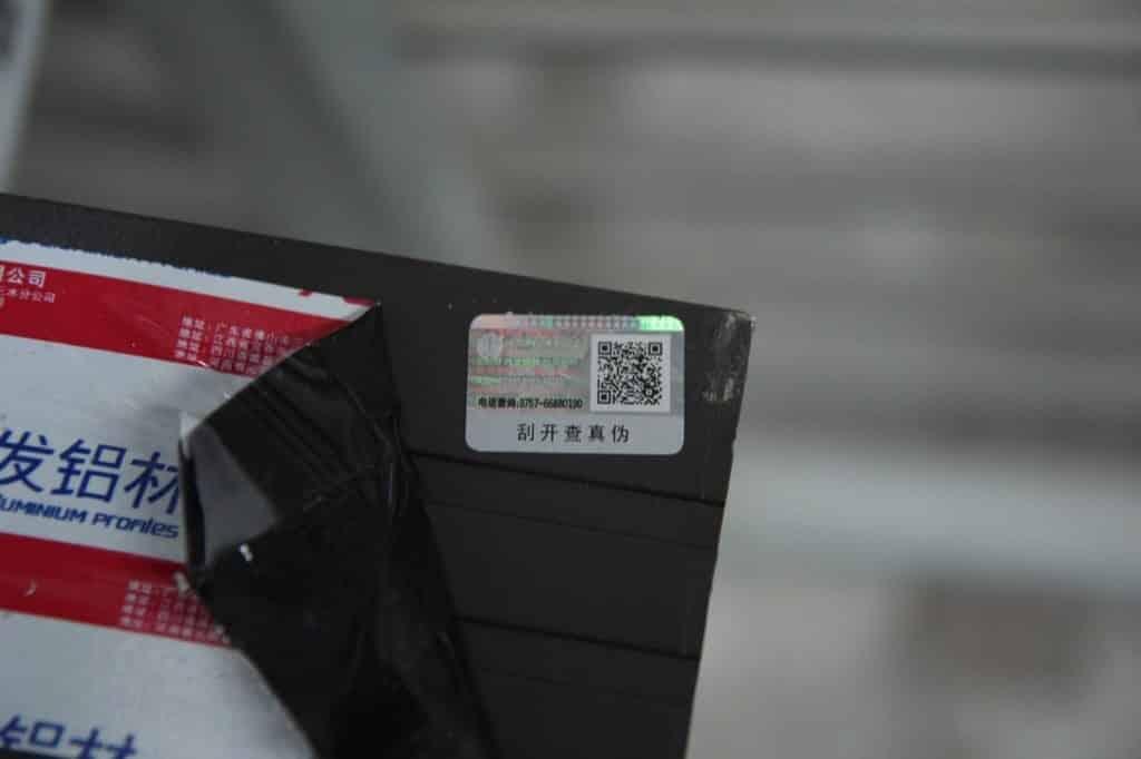 Tem điện tử lazer cửa nhôm Xingfa chính hãng nhập khẩu Quảng Đông tem đỏ