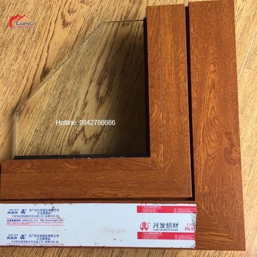Cửa nhôm Xingfa vân gỗ nhập khẩu Quảng Đông tem đỏ có mã QR code