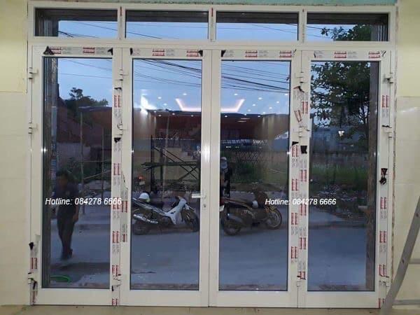 Cửa Nhôm Xingfa 4 cánh mở quay màu Trắng Sứ phụ kiện Kinlong đồng bộ