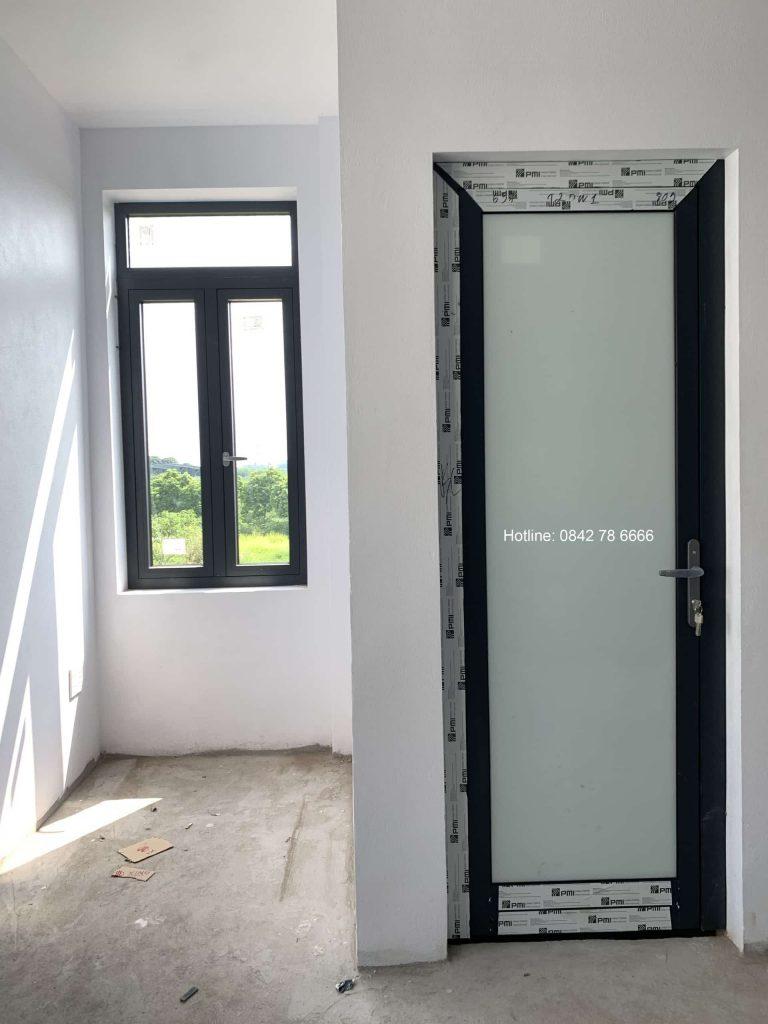 Cửa đi mở quay nhôm pmi malayia - Phụ kiện SIGICO đồng bộ